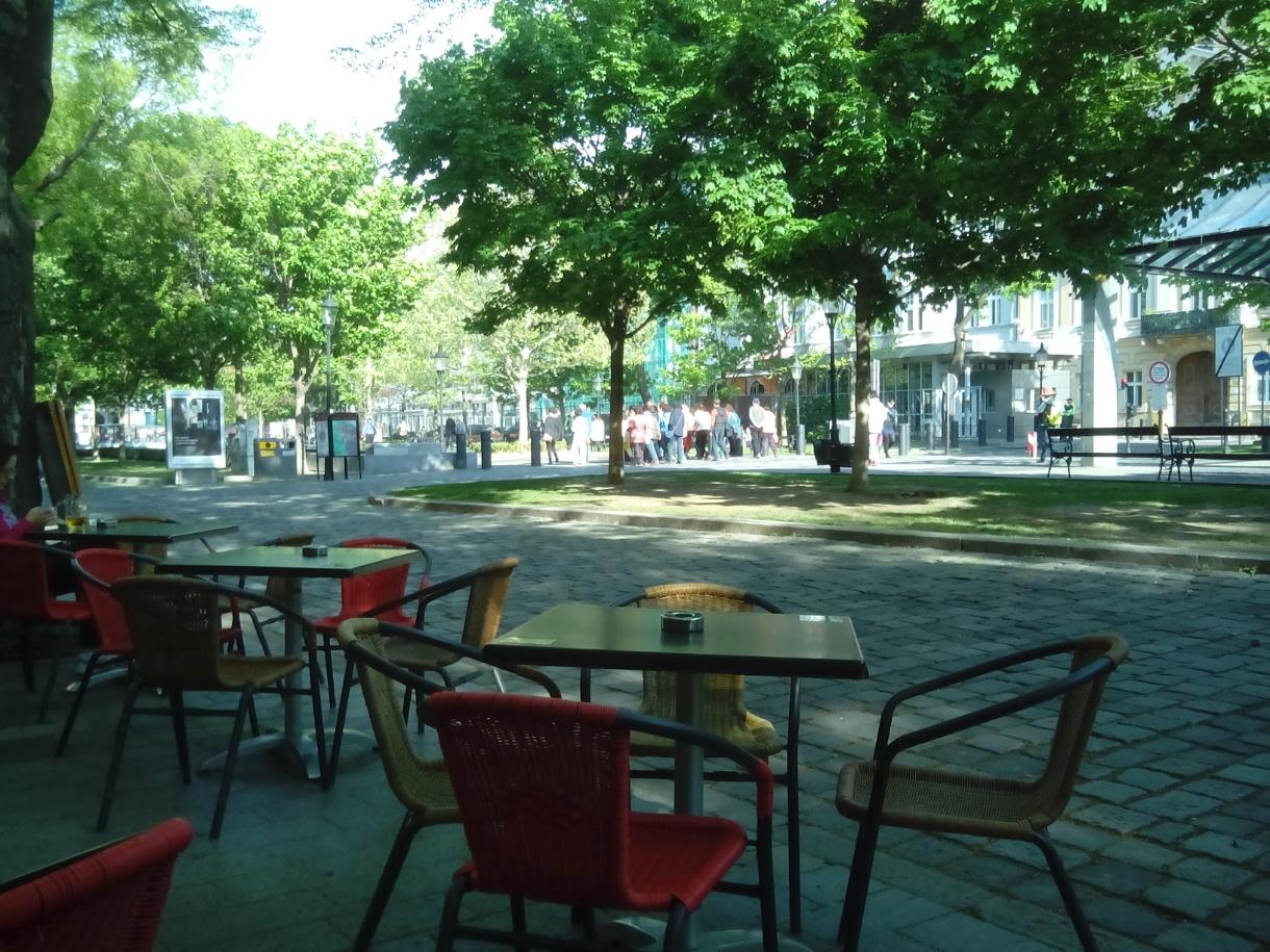 Tomando café en el paseo de Hviezdoslavovo Namestie