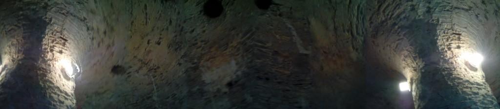 Interior de la torre del Castillo Rojo o Cerveny Kamen en Eslovaquia