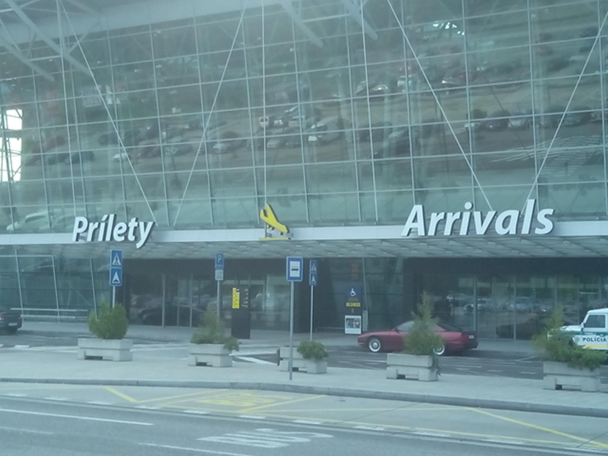 Letisko  - Aeropuerto de Bratislava