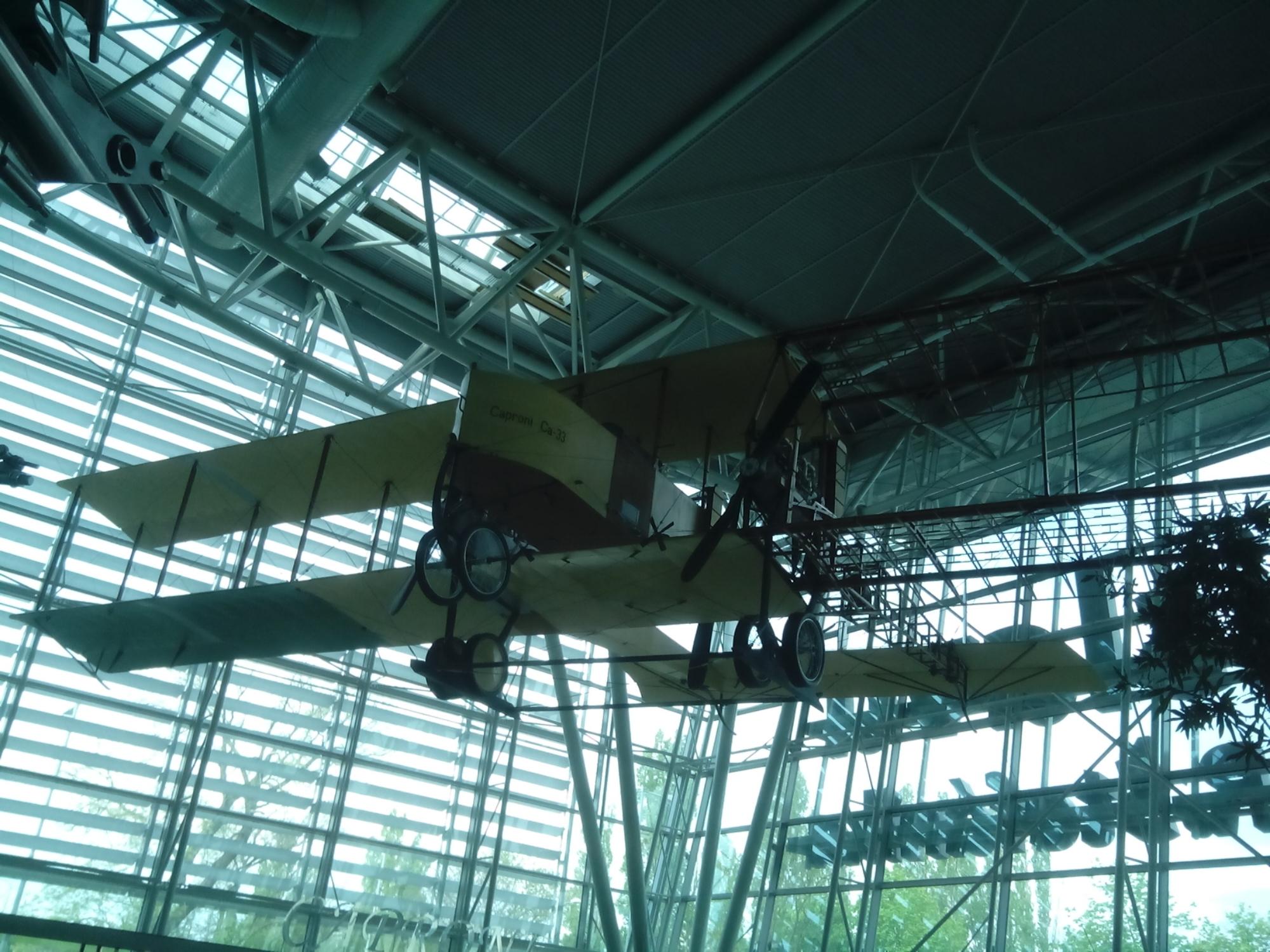 Avión antiguo - Letisko - Aeropuerto de Bratislava