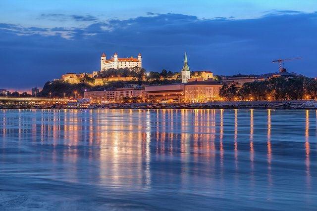 Bratislava anocheciendo